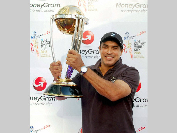 File photo: Robin Singh poses with ICC World Cup trophy