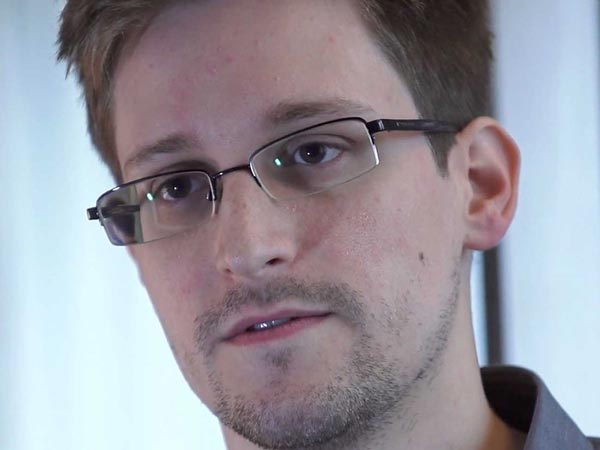 Snowden volunteers to go to prison