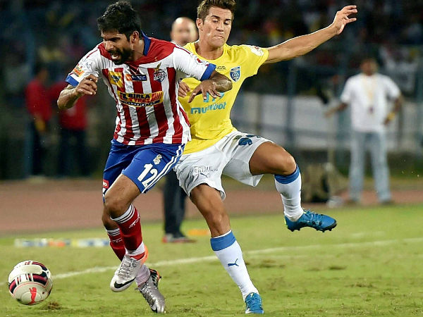 Atletico de Kolkata and Kerala Blasters FC (yellow) players in action during their ISL match