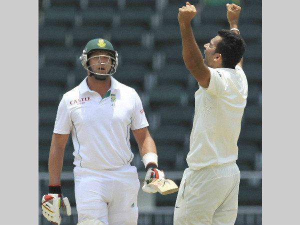 Zaheer (right) is ecstatic after dismissing Jacques Kallis of South Africa in a Test