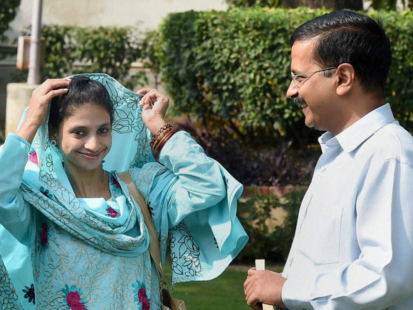 Delhi CM Arvind Kejriwal with Geeta, a deaf-mute Indian woman who accidentally crossed over to Pakistan more than a decade ago during their meeting in Delhi on Tuesday.