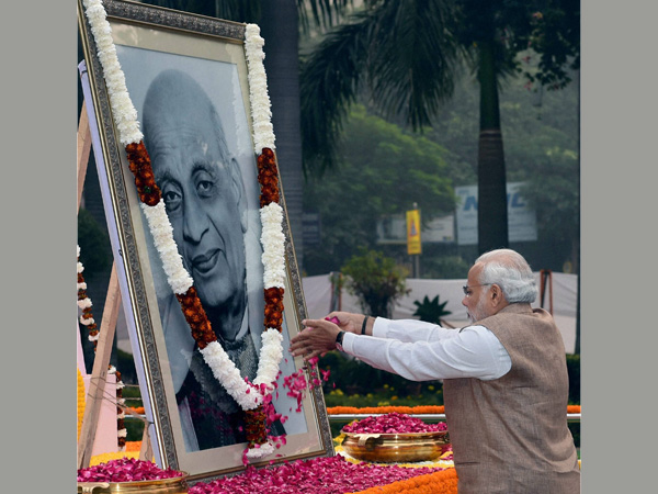 Prime Minister Narendra Modi paying tribute to Sardar Vallabhbhai Patel on the occasion of his birth anniversary, at Patel Chowk in New Delhi.
