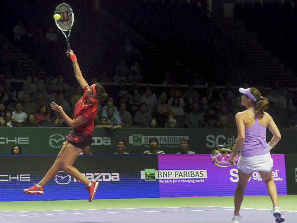Sania (left) and Martina in action during their semi-final