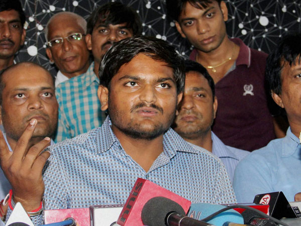Guj: Hardik's father supports Cong