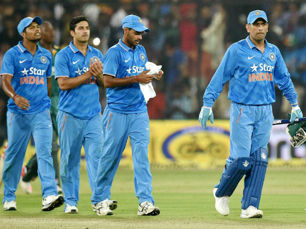 Dhoni and Team India players
