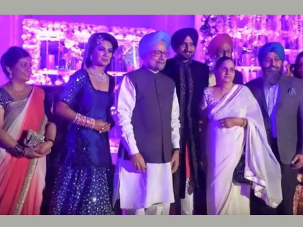 Manmohan Singh with the newly-wed couple