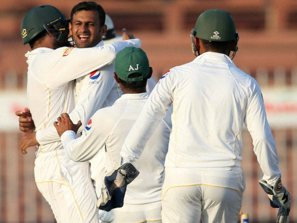 Pakistan players celebrate a England wicket