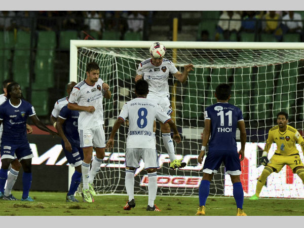 FC Goa and Chennaiyin FC in action