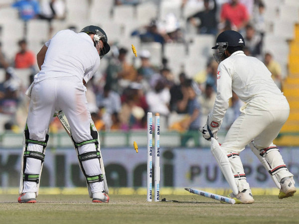 AB de Villiers is bowled by Amit Mishra (not in picture)