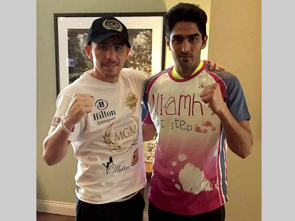 Vijender Singh (right) in his hotel ahead of his second professional bout in Dublin