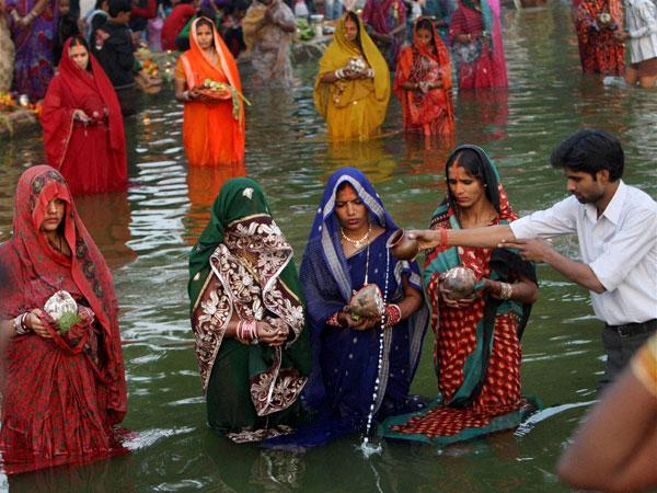 Migrants return to Bihar for Chhath