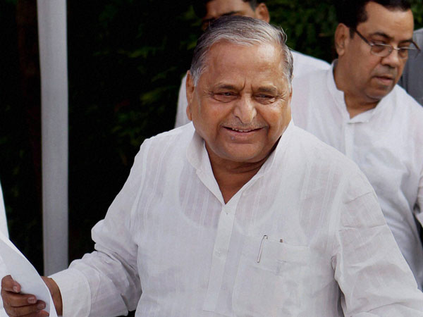 Mulayam meets Samajwadi Party youth leaders.