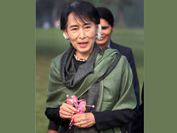 Myanmar president meets Aung San Suu Kyi for dialogue