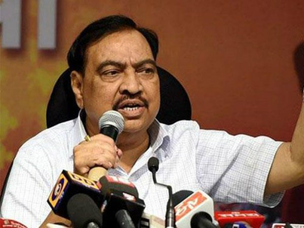 Khadse slams Uddhav over draught issue