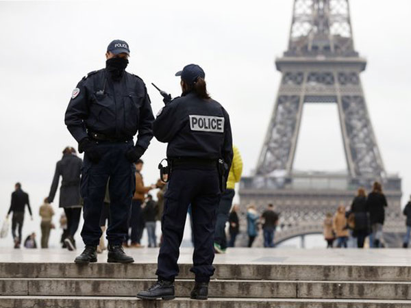 No phone, email used to plan Paris plot