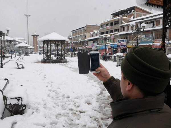 snow-in-srinagar-