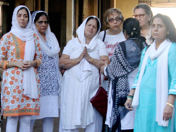 Relatives of Hema Upadhyay attends her funeral at Kandivali in Mumbai on Monday.