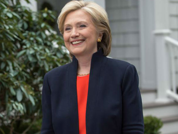 US: Opinion poll shows gains for Clinton