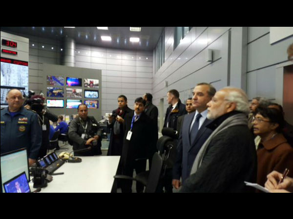 PM visits Russia's crisis mgmnt centre