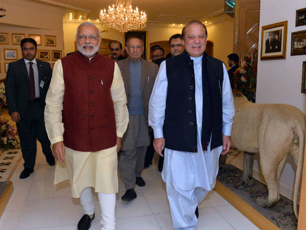PM Narendra Modi with Pak PM Nawaz Sharif in Lahore