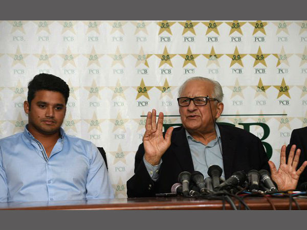 Azhar Ali resigns over Mohammad Aamir's inclusion, PCB convinces him to stay