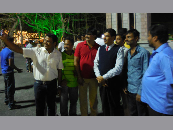 Onlookers take selfie with UoM VC Prof K S Rangappa.