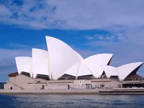 People evacuated from Sydney Opera House