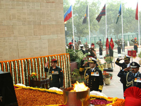 Three service chiefs pay homage at Amar Jawan Jyoti on Army Day