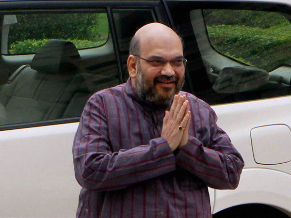 Amit Shah hoists tricolour at party office, Advani at home.