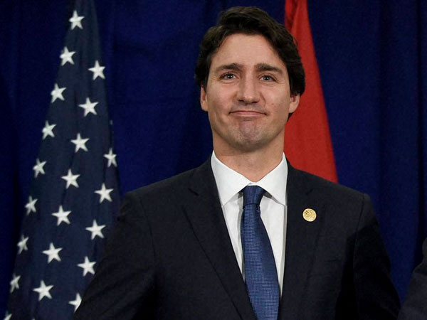 Trudeau visits La Loche after shooting