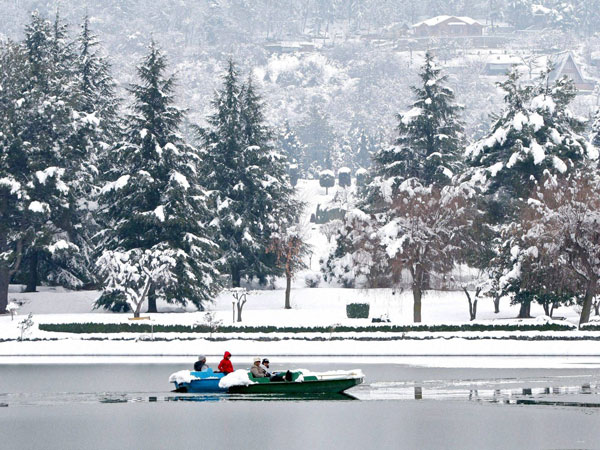 cold-snow-in-srinagar