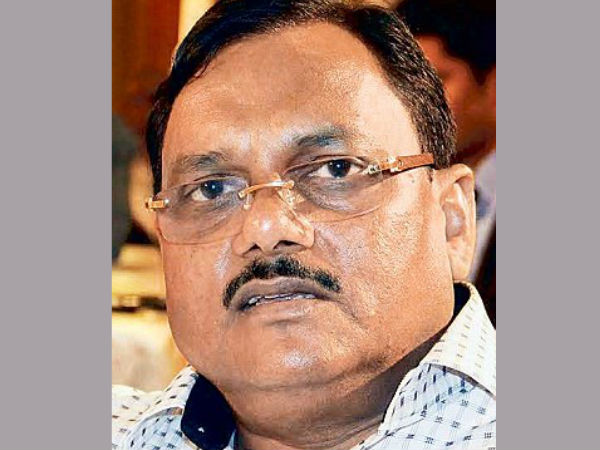 Yadav Singh received Rs 100cr as bribe?