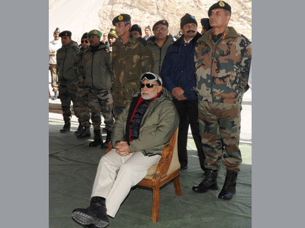 PM with soldiers in Siachen in 2014
