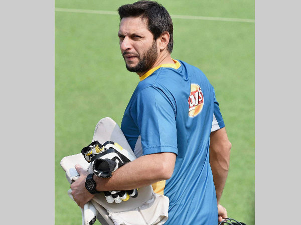 Shahid Afridi arrives for training in Kolkata during World T20 tournament