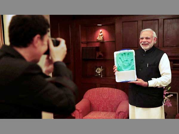 Modi poses with his hand impression