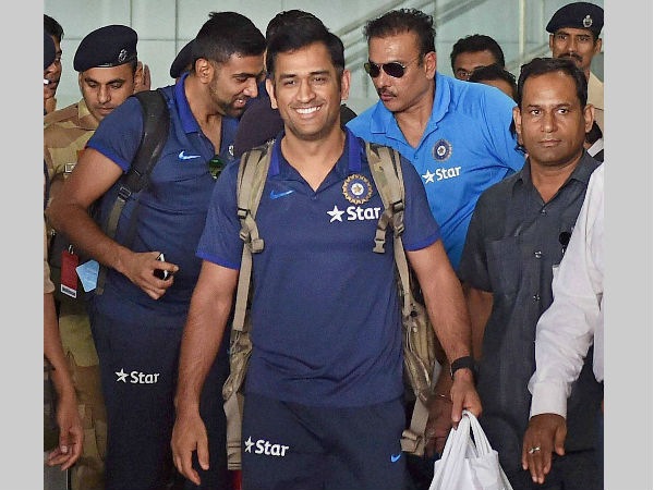 MS Dhoni (front) arrives in Kolkata for the World T20 tournament, from Bangladesh, after winning the Asia Cup