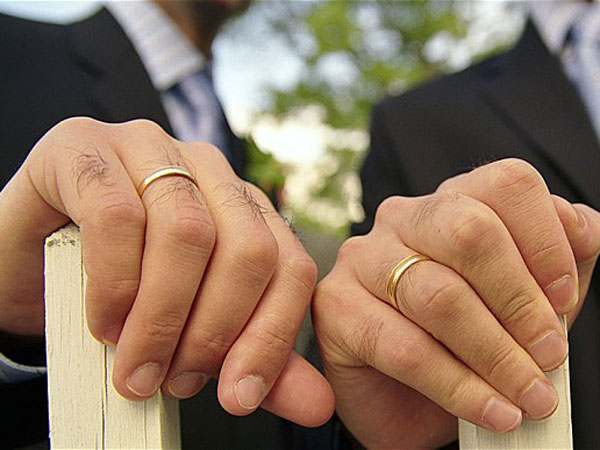 Gay marriage bureau opened in India