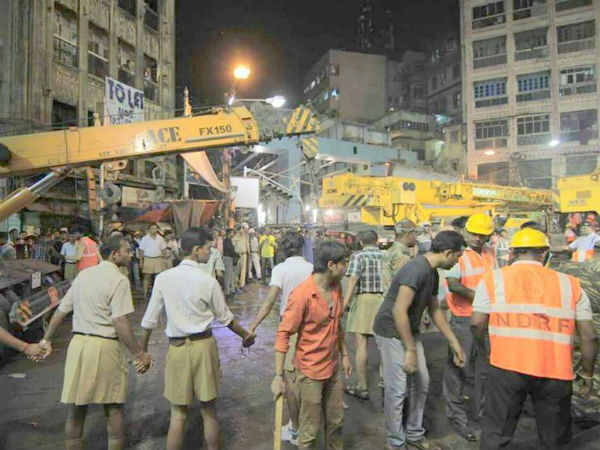 Viral pics: RSS volunteers in WB work for victims