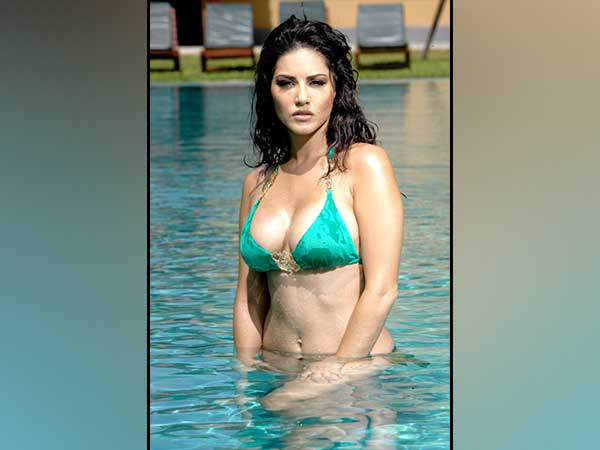 Sunny Leones nude photo pops up on Hyderabad civic bodys