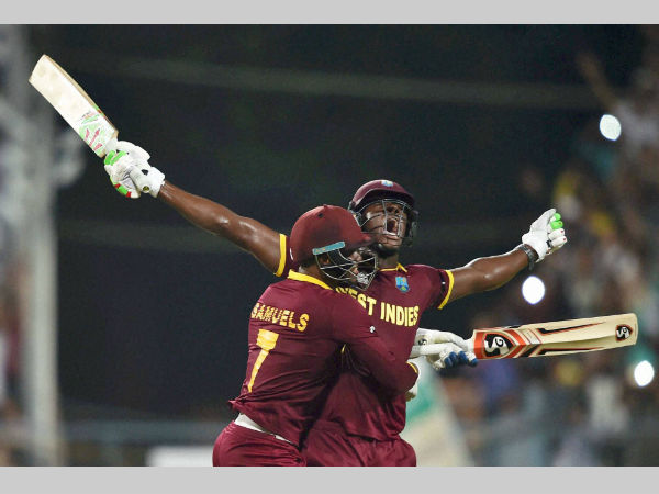 Brathwaite (right) celebrates with Samuels after the win