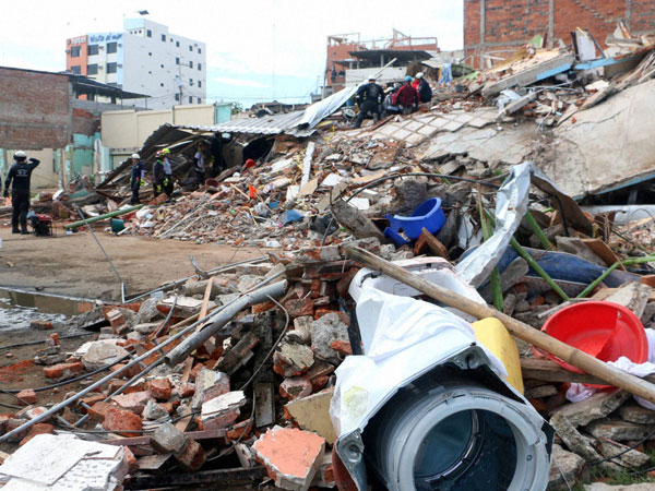 Aftershocks continue to rock Ecuador