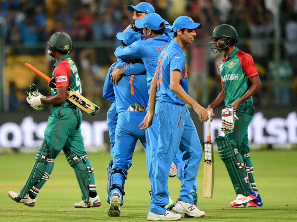 Team India celebrating 1-run victory against Bangladesh.