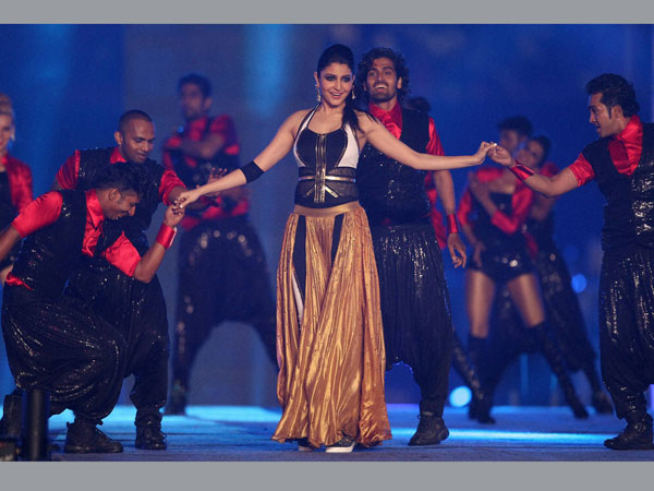 Bollywood actress Anushka Sharma performs at IPL 2015 opening ceremony in Kolkata