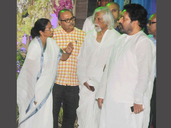 mamata banerjee and ABP Group head Aveek Sarkar and others.