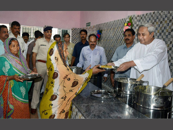 Odisha Chief Minister Naveen Patnaik distributing subsidised 'Rice and Dalma' at newly opened 'Aahar Centre' at City Hospital, Cuttack.