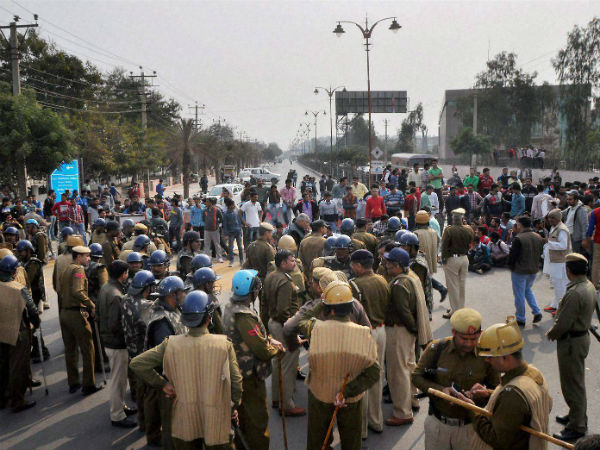 Jat stir violence: Haryana govt seeks Rs.1,000 crore aid for 'man-made disaster'.