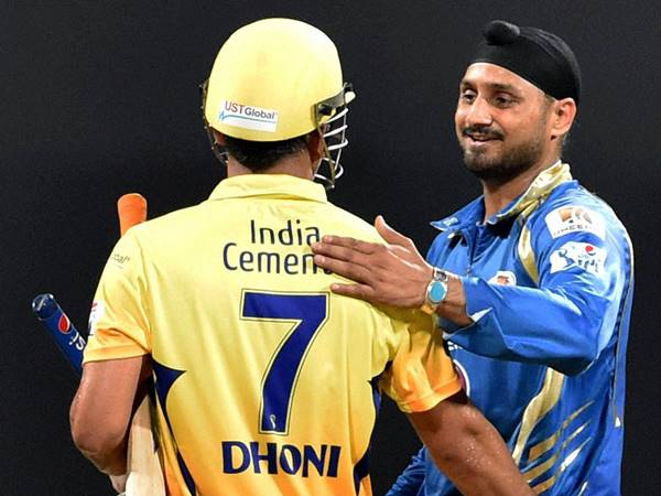 Bhajji lauds for Dhoni quitting Amrapali
