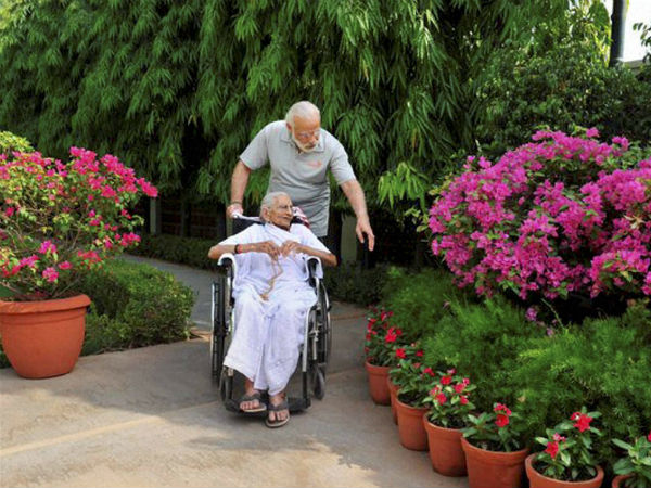 Pics: PM Modi spends quality time with his mother