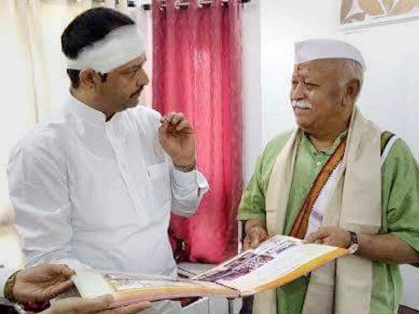 Five held for attacking spiritual guru Bhaiyyuji Maharaj ...