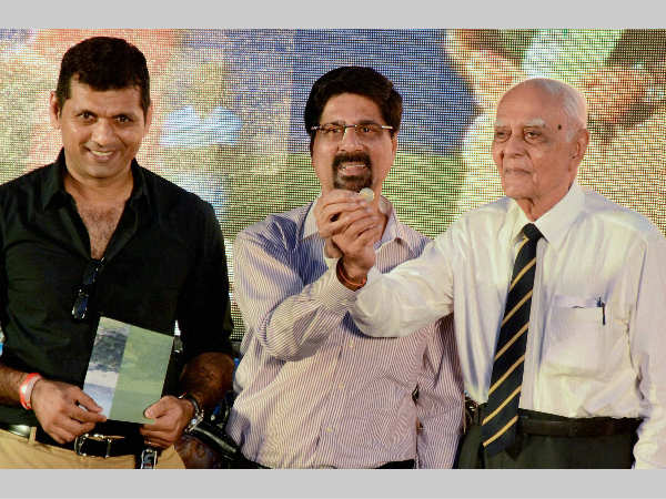 File photo: Deepak Shodhan (right) with Kris Srikkanth (centre), shows a gold coin during the celebration of 150 years of Eden Gardens in Kolkata on October 19, 2014. Also seen is former India batsman Debang Gandhi.